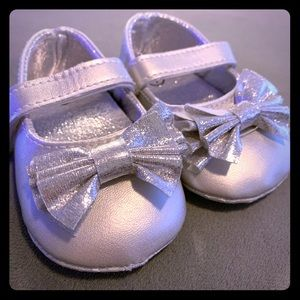 Other - Baby girl silver dress shoes size 1